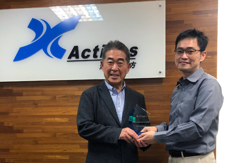 Left) President of A-Link Corporation, Mr Yasuo Kobayashi, with right) Chairman of Actions Microelectronics Co., Ltd, Dr Henry Chou.